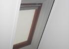 Szúnyogháló tetőtéri ablakon